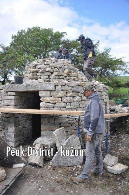 Builders creating the Kazun